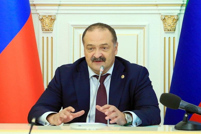 Меликов распорядился заморозить сделки с землей, находящейся в собственности республики