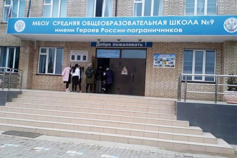 Замдиректора школы в Каспийске заподозрена в незаконном сборе денег с учителей