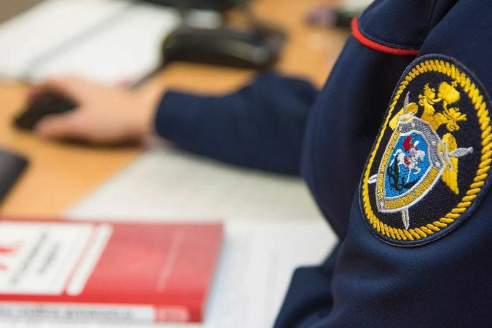 Трое сотрудников налоговой службы задержаны по подозрению в получении взятки