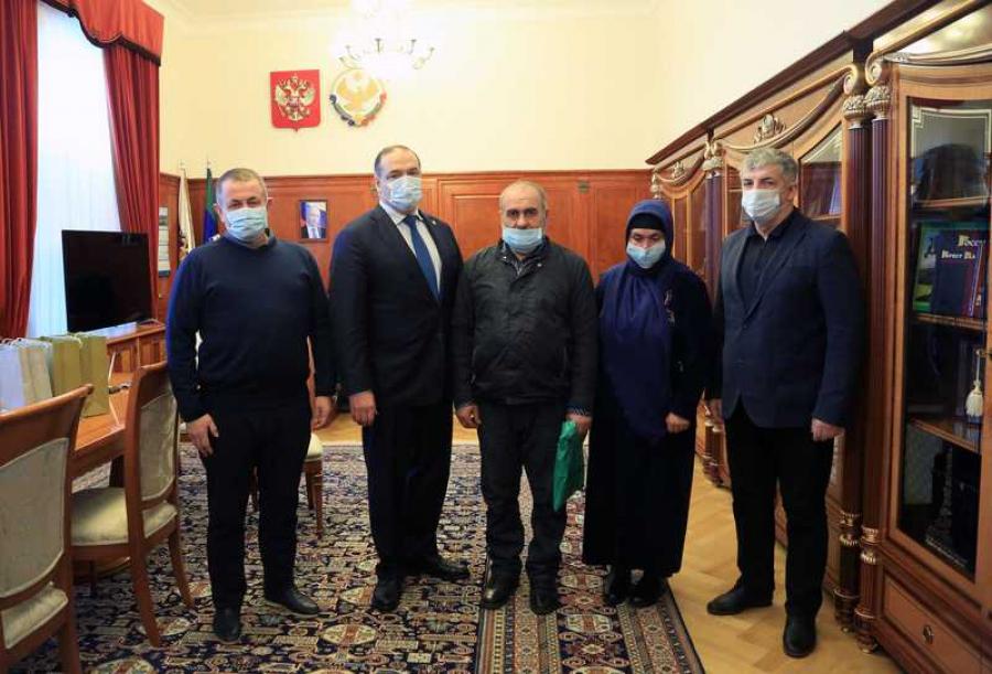 Сергей Меликов встретился с родителями убитых братьев Гасангусеновых