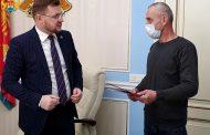 Жилищные сертификаты для ликвидаторов чернобыльской катастрофы вручили в мэрии Махачкалы