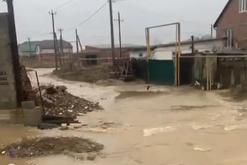 Мэр Борис Гонцов сравнил с диверсией ситуацию с питьевой водой в Каспийске