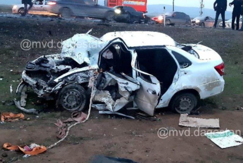 В Кумторкалинском районе погиб водитель «Гранты», врезавшейся в грузовик