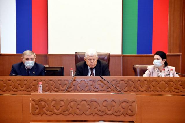 В Народном Собрании Дагестана состоялся круглый стол посвященный столетию ДАССР
