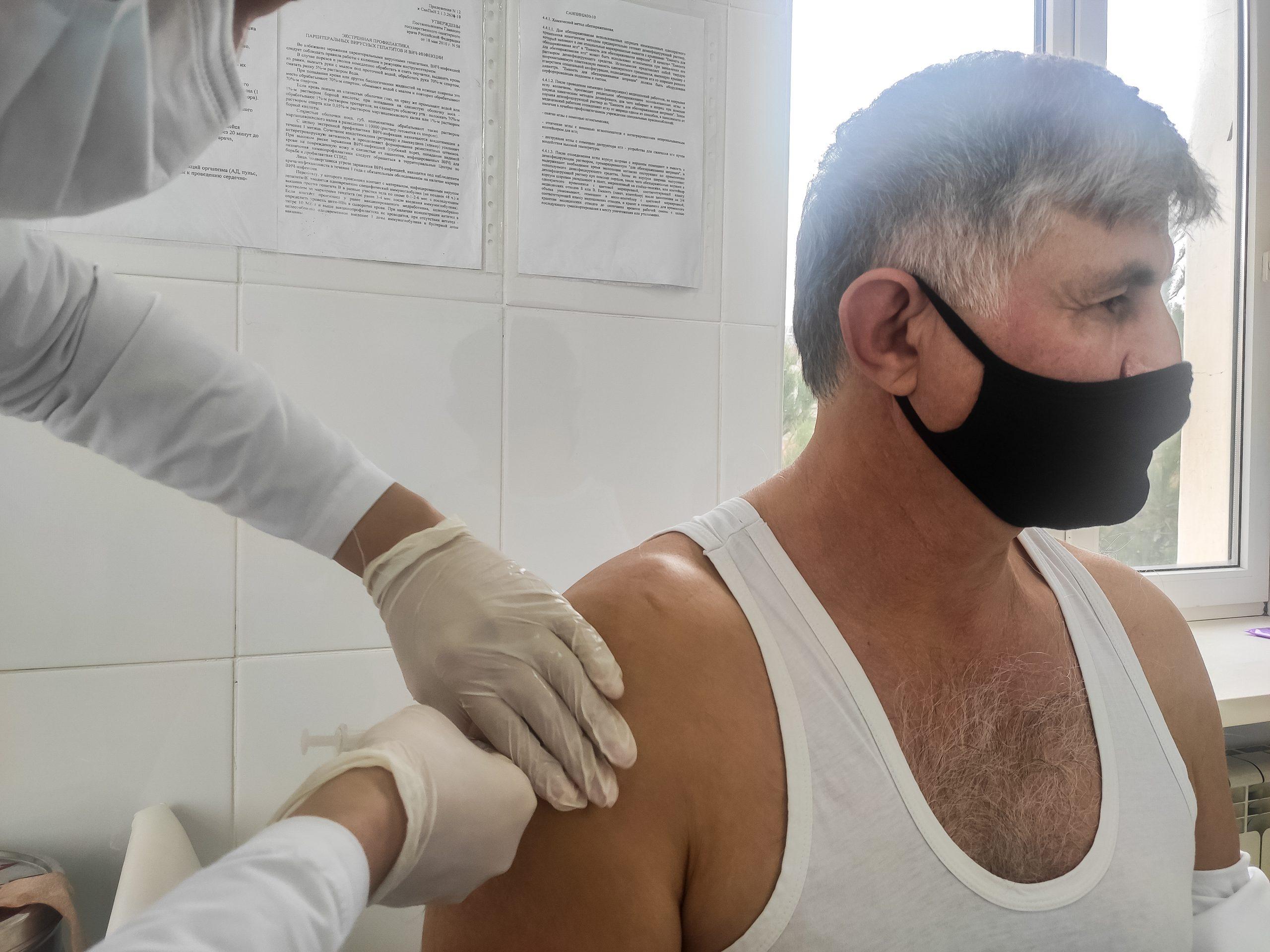 Чтоб «корона» не мешала. Как перенесли вакцинацию от ковида первые привившиеся в Дагестане