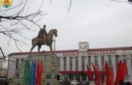 У памятника Махачу Дахадаеву прошел торжественный митинг