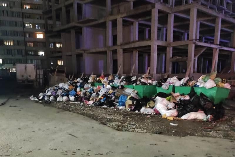 В Махачкале и Каспийске начали уборку мусора после перерыва