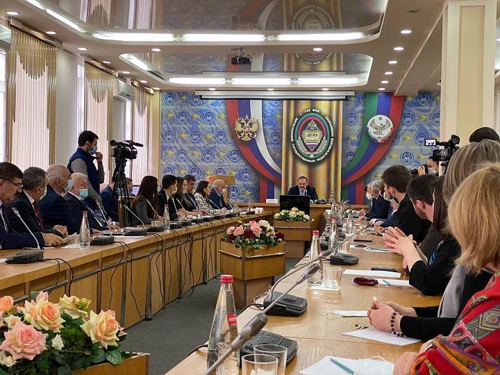 Сергей Меликов проводит встречу в ДГПУ