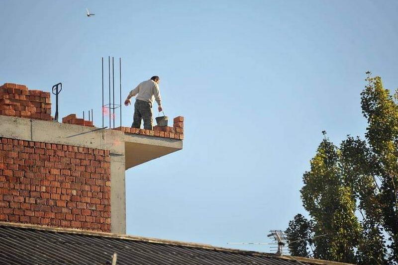 За гибель рабочего, упавшего с крыши девятиэтажки, ответит гендиректор стройфирмы