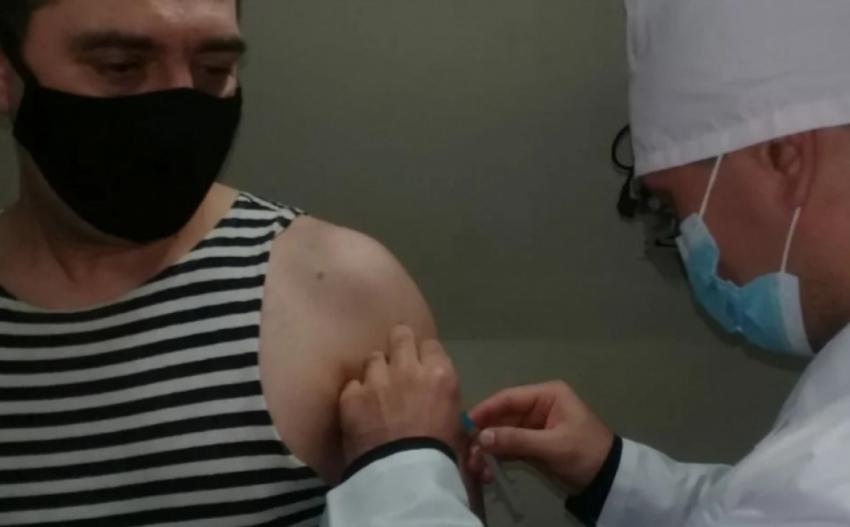 Военные медики Каспийской флотилии в Дагестане приступили к вакцинации военнослужащих от COVID-19