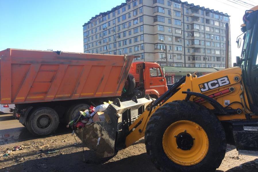 Около 1,5 тыс. человек прибыли в Махачкалу на уборку мусора