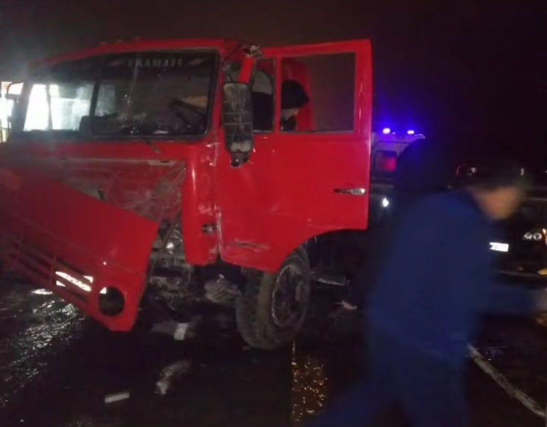 В столкновении двух грузовиков в Дербентском районе погиб водитель