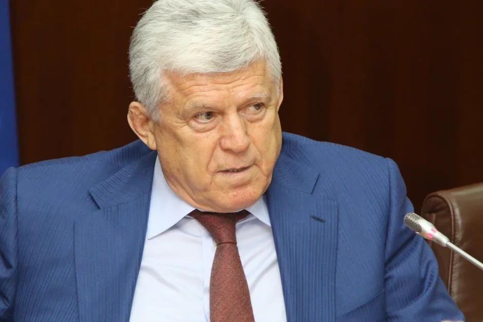 Хизри Шихсаидов покинет должность председателя Народного собрания Дагестана