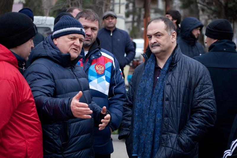 Сергей Меликов поблагодарил участников субботника за помощь в уборке мусора в  Махачкале