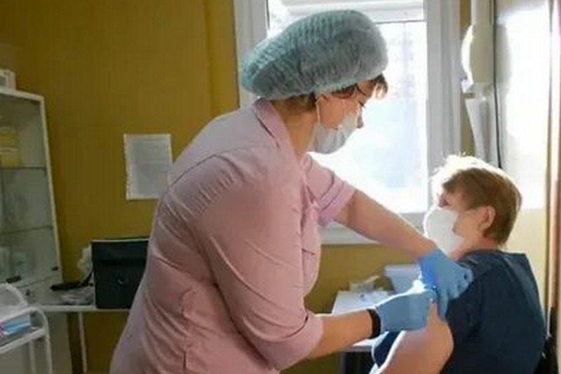 В Дагестане вакцину от коронавируса получила 90-летняя бабушка