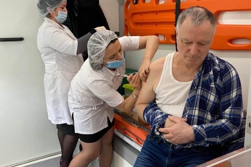 Студенты и сотрудники ДГУ сделали прививку от коронавируса