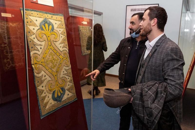 Выставка кайтагской вышивки XVIII века открылась в Российском этнографическом музее Санкт-Петербурга
