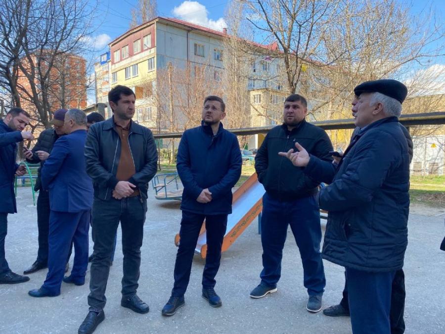 В 37 многоквартирных домах Дагестана заменят 119 отработавших срок лифтов