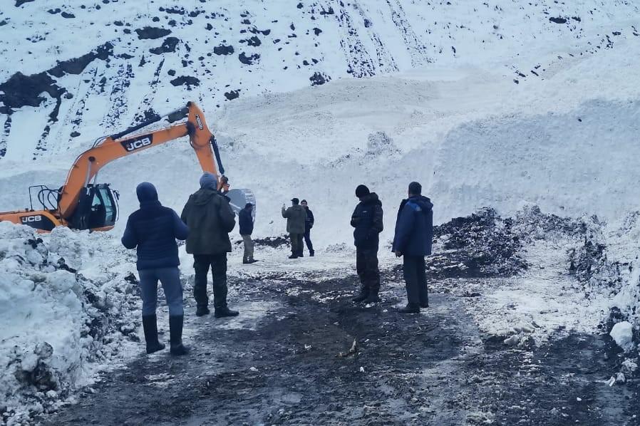 В Рутульском районе расчищена дорога, на которую сошли две лавины