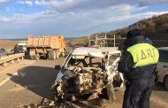 В столкновении трех автомашин у Агачаула погиб один из водителей