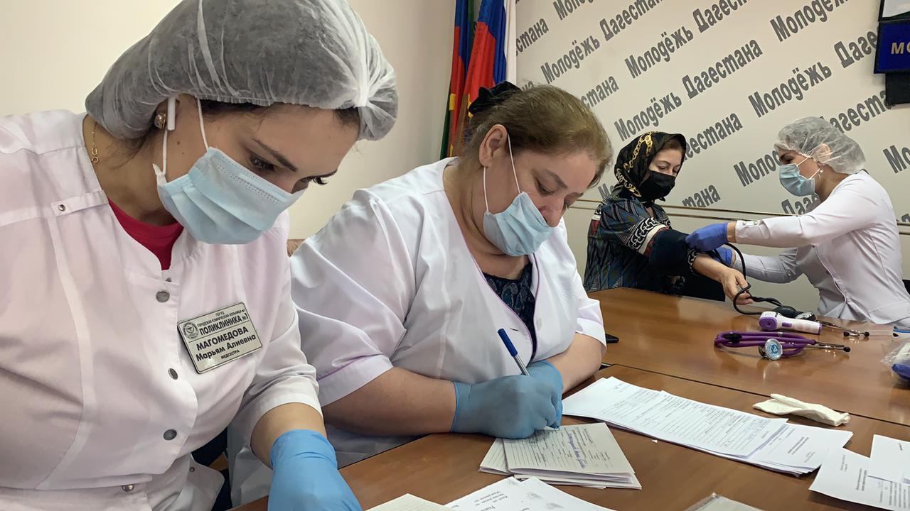 Журналисты республиканских СМИ в Дагестане прошли первый этап вакцинации