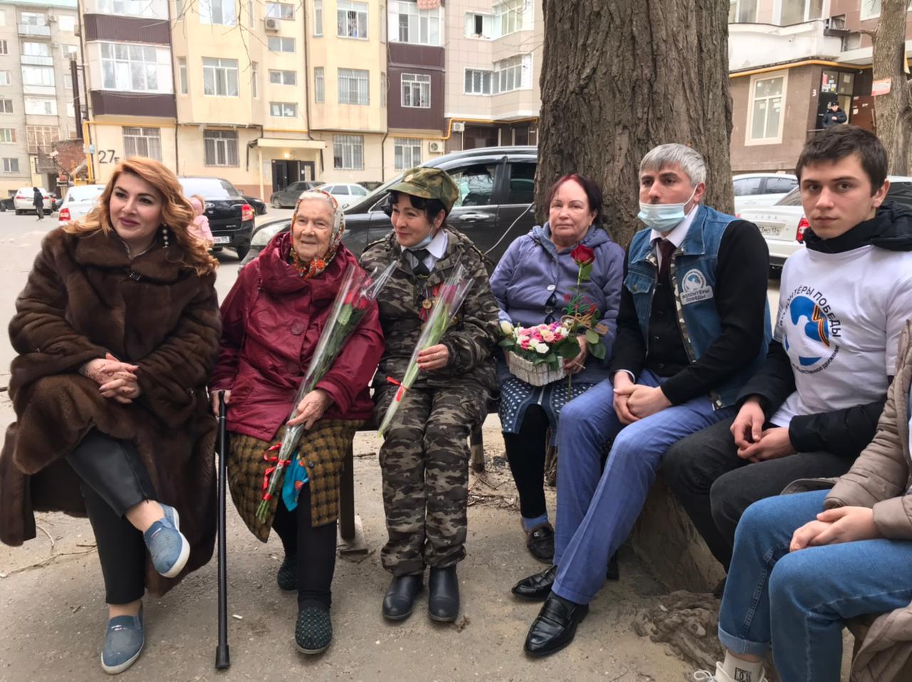 Волонтеры Победы Дагестана поздравили ветеранов-женщин