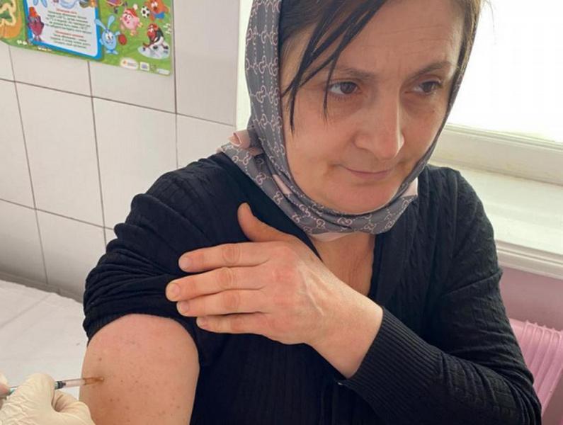 Около 300 человек прошли вакцинацию в Новолакском районе