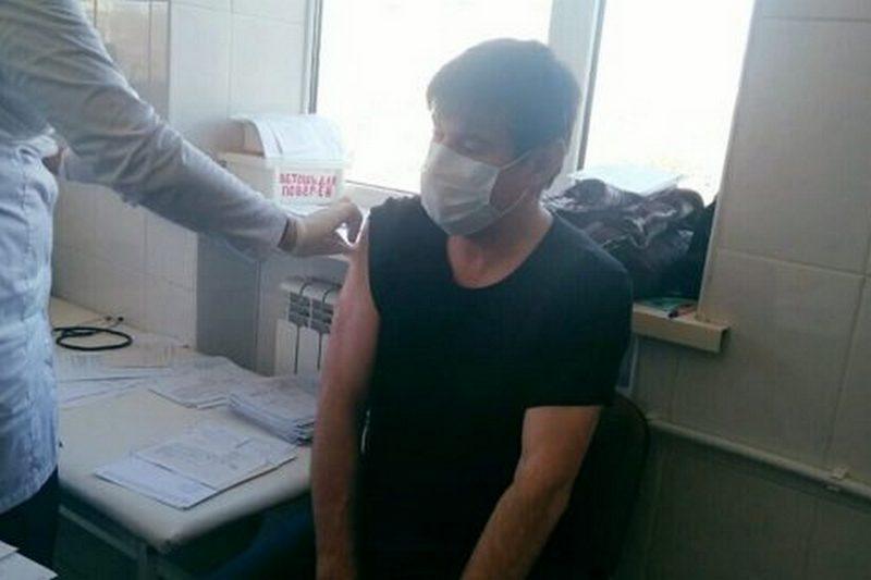 Заместитель главного редактора издания «Илчи» прошел вакцинацию