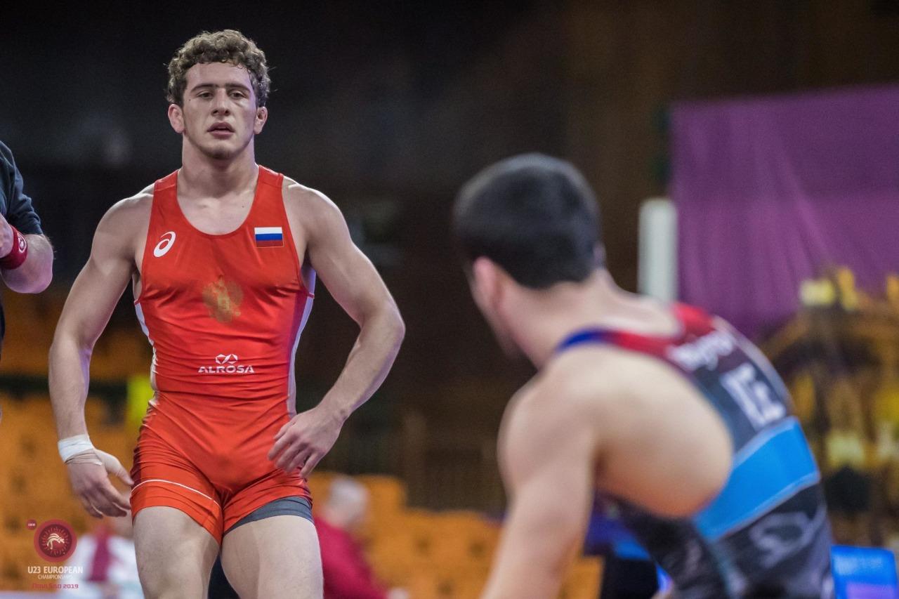 Разамбек Жамалов вышел в финал чемпионата России по вольной борьбе