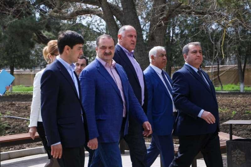 Сергею Меликову показали виноградники «Имени Наримана Алиева»