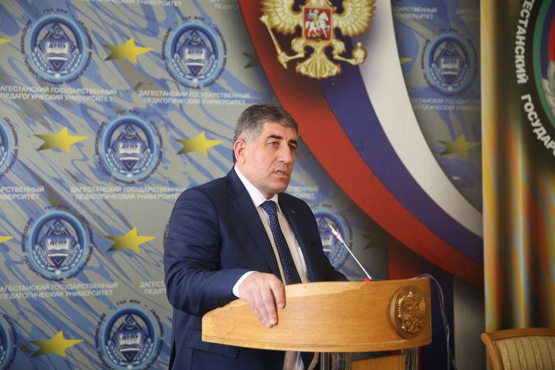 Наримана Асварова представили в качестве нового врио ректора ДГПУ