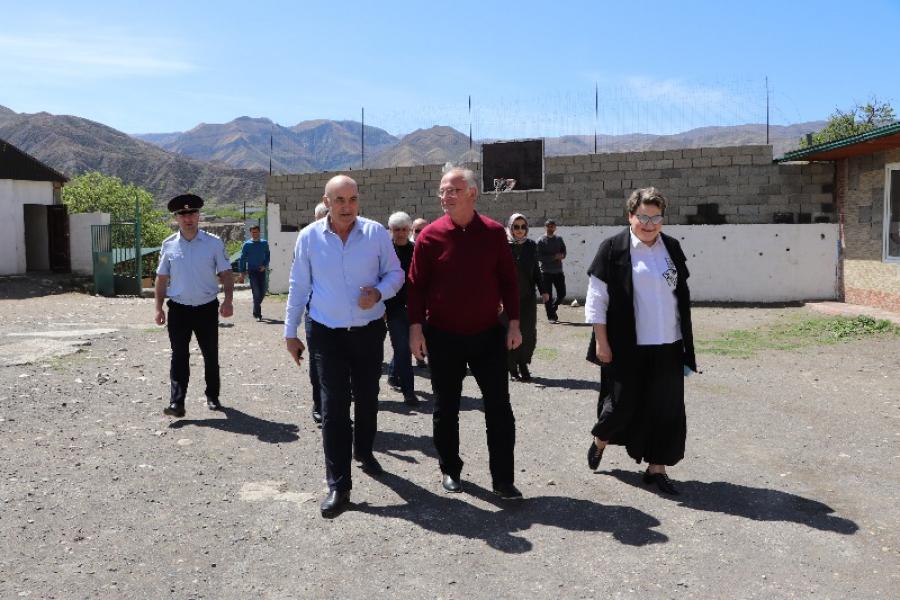 Абдулпатах Амирханов с рабочим визитом посетил Шамильский район