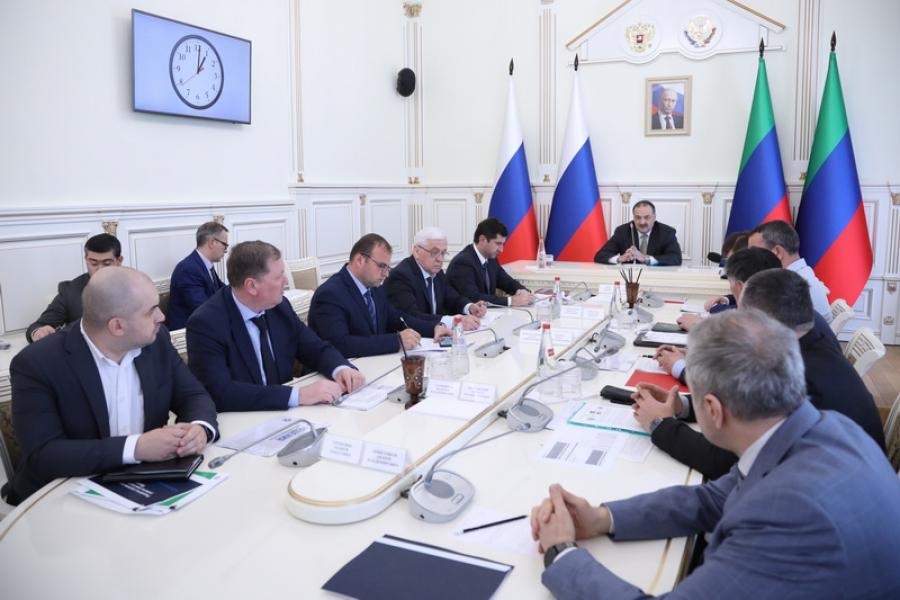 Сергей Меликов провел совещание по вопросам транспорта и дорожного строительства