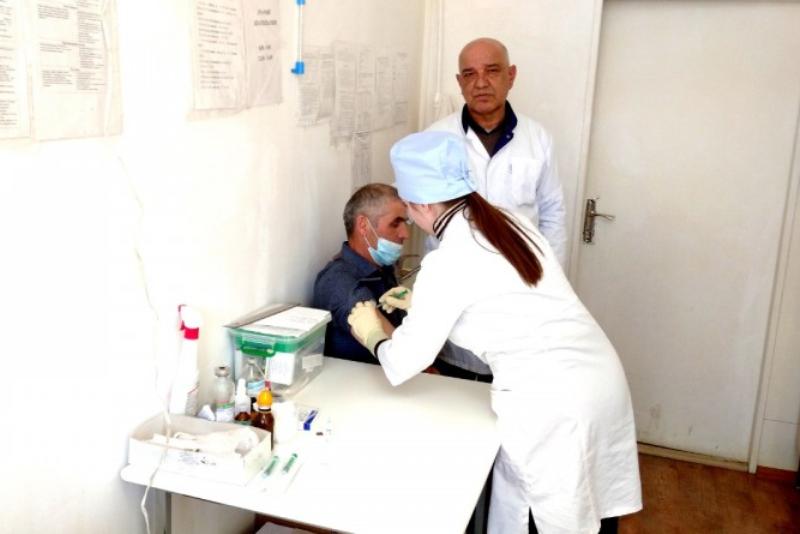 В Курахском районе более 430 человек сделали прививку от COVID-19