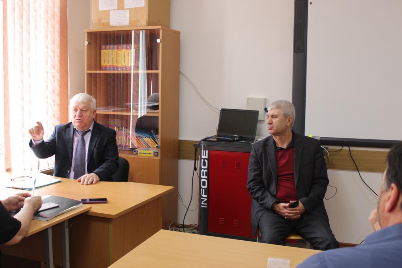 Ректор ДИРО Гамзат Джамалудинов встретился с руководителями школ Дагестана