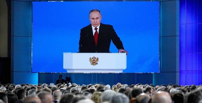 Владимир Путин предложил назначить единовременные выплаты семьям со школьниками