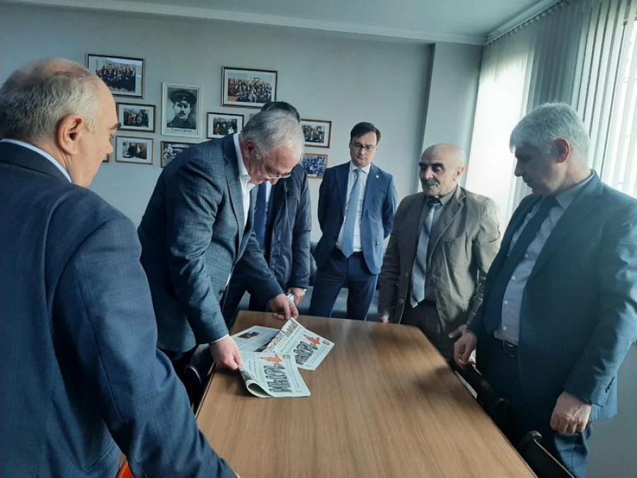 Абдулпатах Амирханов посетил газетно-журнальный комплекс в Махачкале