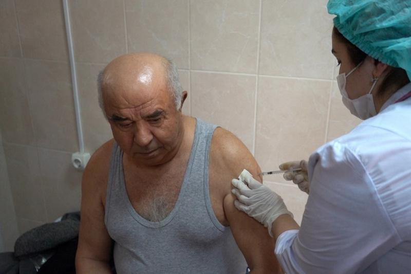 В Дербенте продолжается вакцинация от коронавируса