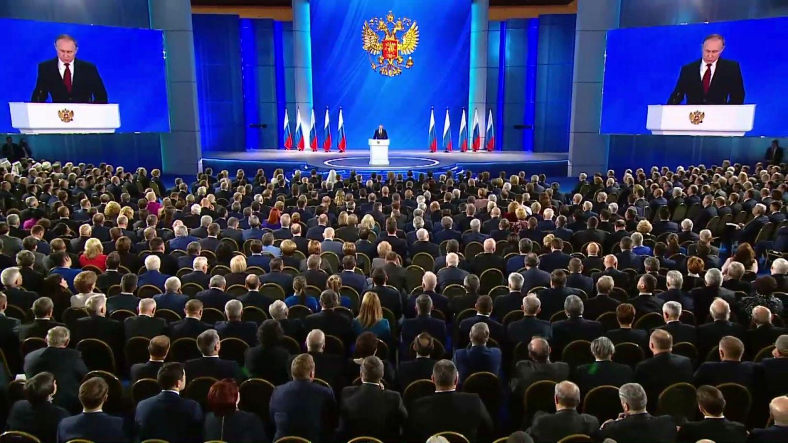 Путин предложил создать в каждом нацпроекте раздел о поддержке молодежи