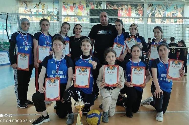 Команда из Казбековского района победила в первенстве РД по волейболу среди девушек