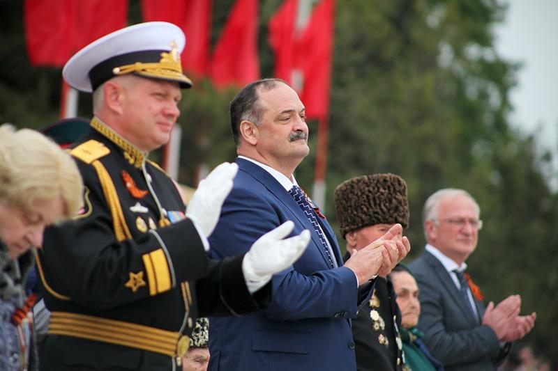 В Каспийске в День Победы состоялся военный парад