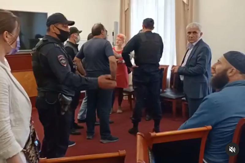 В Махачкале неизвестные сорвали открытую дискуссию «Взгляд на Кавказ»