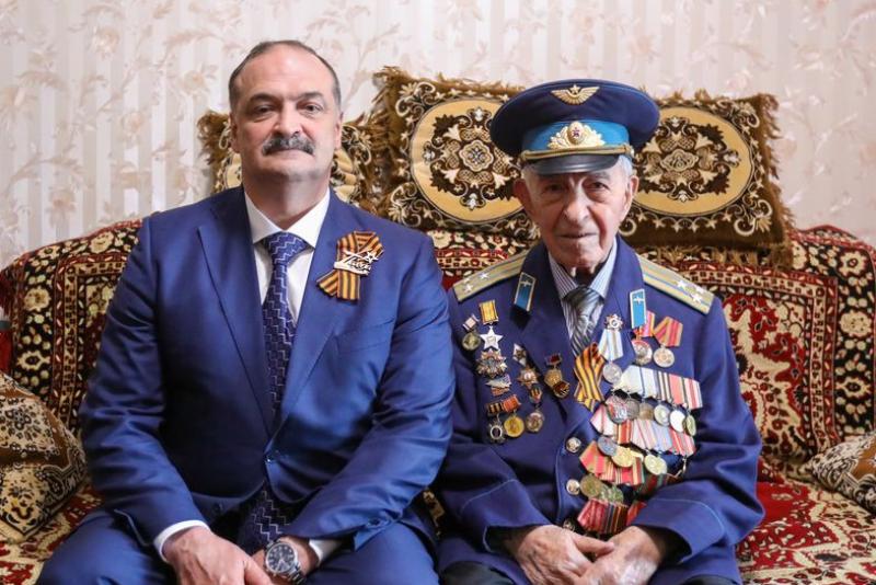 Сергей Меликов на дому поздравил ветерана Курбана Курбанова