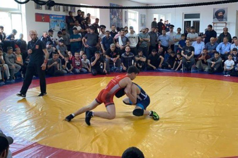 Турнир по вольной борьбе среди школьников Южного Дагестана прошел в Табасаранском районе