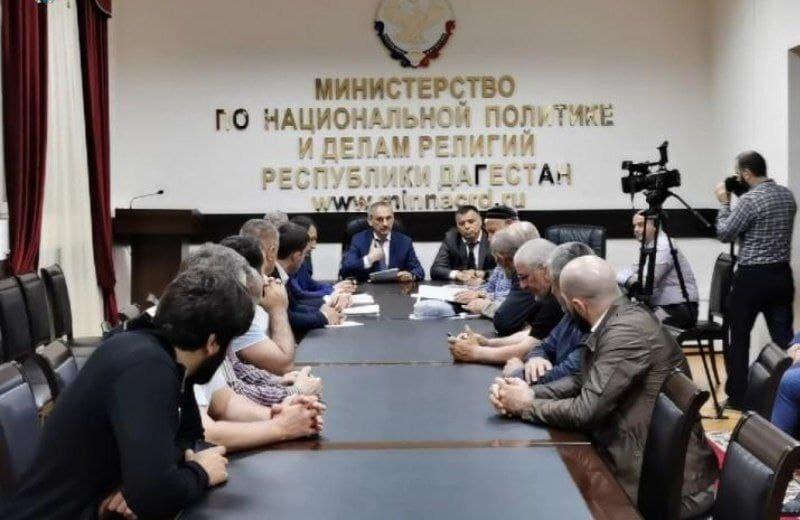 Городские власти встретились с представителями поселков Альбурикент, Кяхулай и Тарки