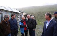 Абдулпатах Амирханов посетил школу и альпинистский лагерь в селе Куруш