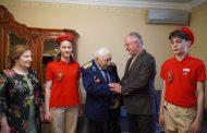 Абдулпатах Амирханов поздравил ветерана Гаджи Инчилова с Днем Победы