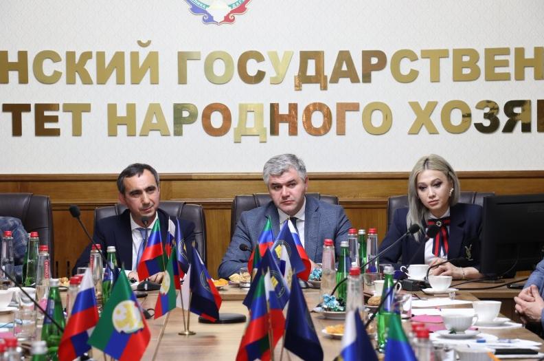 Заур Эминов рассказал на пресс-конференции о проблемах земельно-имущественного комплекса Дагестана