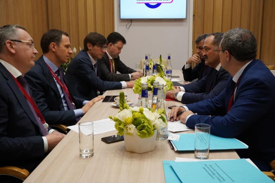 Сергей Меликов и Денис Буцаев обсудили взаимодействие в сфере организации обращения с мусором