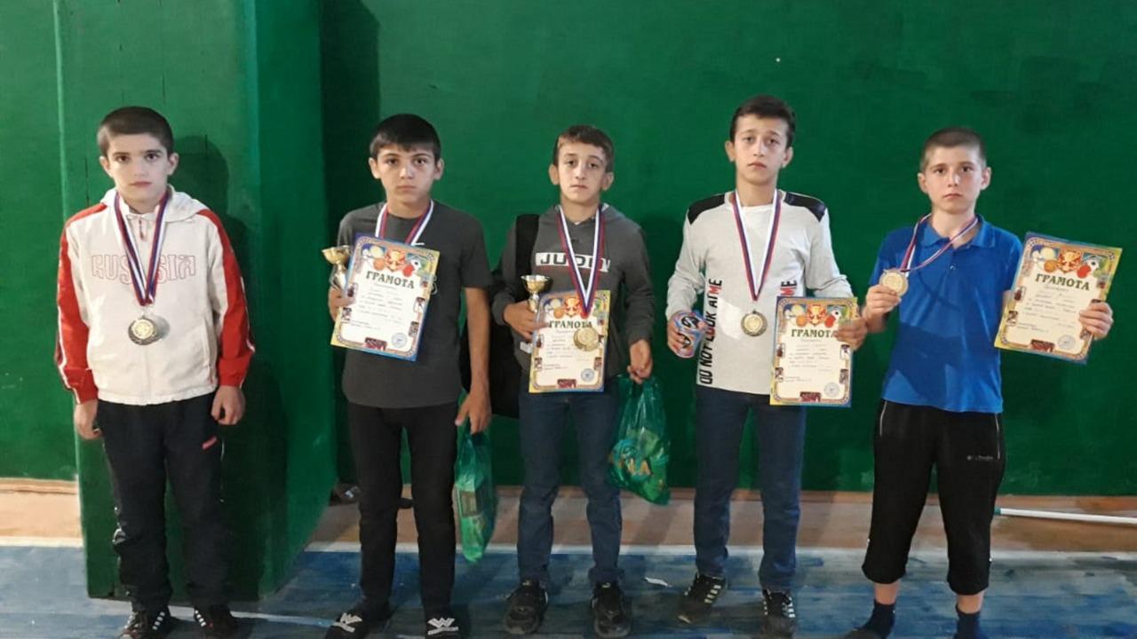 Юные кайтагские борцы победили на первенстве по вольной борьбе